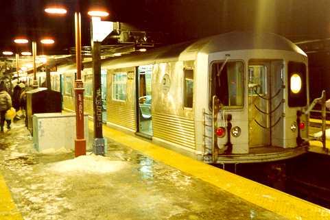(23k, 481x321)<br><b>Country:</b> United States<br><b>City:</b> New York<br><b>System:</b> New York City Transit<br><b>Line:</b> BMT Nassau Street/Jamaica Line<br><b>Location:</b> Myrtle Avenue <br><b>Route:</b> M<br><b>Car:</b> R-42 (St. Louis, 1969-1970)  4918 <br><b>Photo by:</b> Trevor Logan<br><b>Viewed (this week/total):</b> 2 / 4248