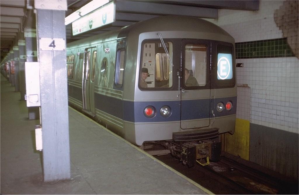 (157k, 1024x669)<br><b>Country:</b> United States<br><b>City:</b> New York<br><b>System:</b> New York City Transit<br><b>Line:</b> IND 8th Avenue Line<br><b>Location:</b> West 4th Street/Washington Square <br><b>Route:</b> E<br><b>Car:</b> R-44 (St. Louis, 1971-73) 110 <br><b>Photo by:</b> Doug Grotjahn<br><b>Collection of:</b> Joe Testagrose<br><b>Date:</b> 12/19/1971<br><b>Viewed (this week/total):</b> 4 / 4968
