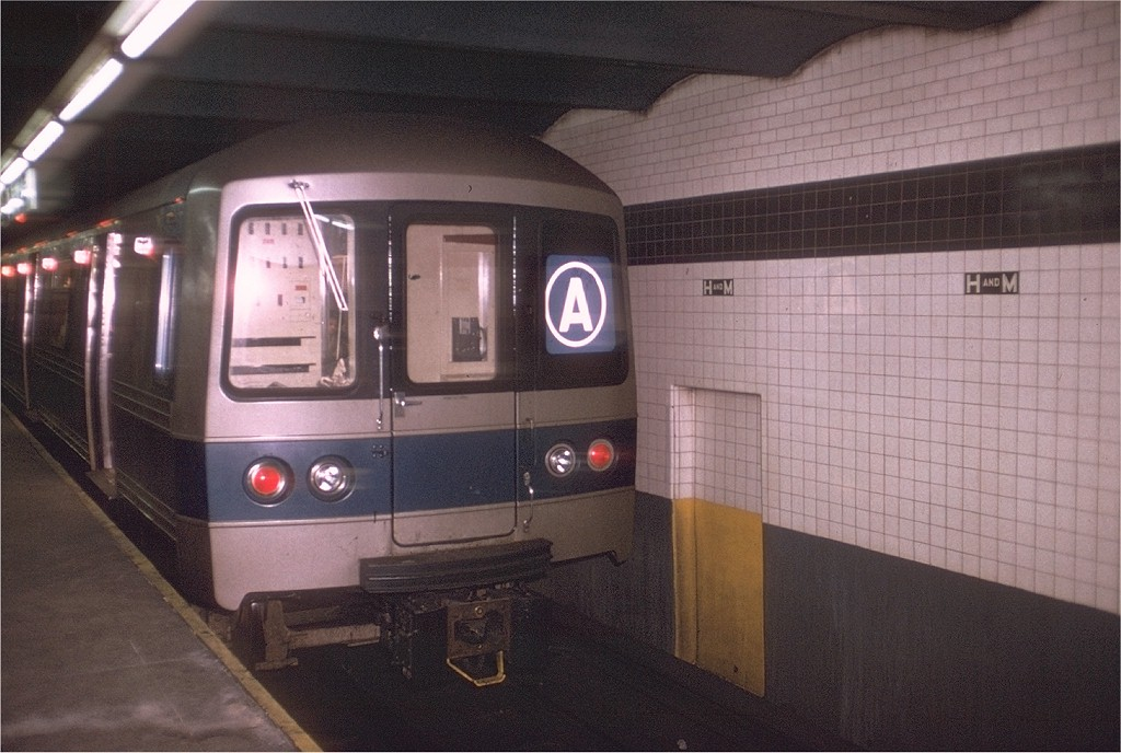(182k, 1024x688)<br><b>Country:</b> United States<br><b>City:</b> New York<br><b>System:</b> New York City Transit<br><b>Line:</b> IND 8th Avenue Line<br><b>Location:</b> Chambers Street/World Trade Center <br><b>Route:</b> A<br><b>Car:</b> R-44 (St. Louis, 1971-73) 110 <br><b>Photo by:</b> Doug Grotjahn<br><b>Collection of:</b> Joe Testagrose<br><b>Date:</b> 1/5/1972<br><b>Viewed (this week/total):</b> 0 / 3786