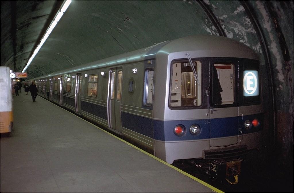 (186k, 1024x672)<br><b>Country:</b> United States<br><b>City:</b> New York<br><b>System:</b> New York City Transit<br><b>Line:</b> IND Queens Boulevard Line<br><b>Location:</b> 5th Avenue/53rd Street <br><b>Route:</b> E<br><b>Car:</b> R-44 (St. Louis, 1971-73) 112 <br><b>Photo by:</b> Doug Grotjahn<br><b>Collection of:</b> Joe Testagrose<br><b>Date:</b> 12/19/1971<br><b>Viewed (this week/total):</b> 2 / 15083