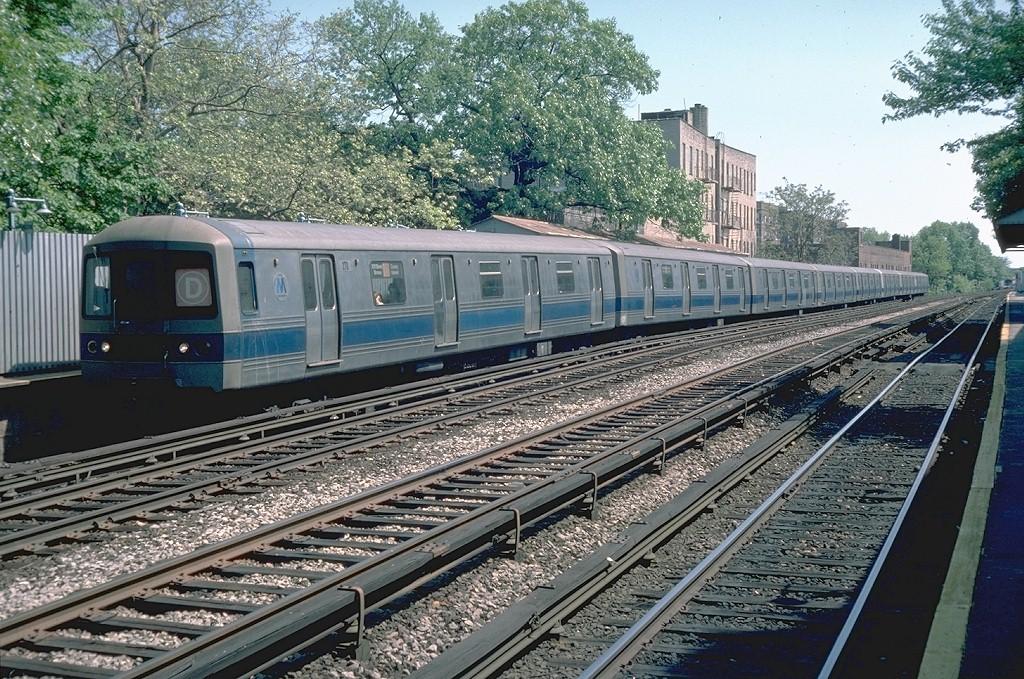 (303k, 1024x679)<br><b>Country:</b> United States<br><b>City:</b> New York<br><b>System:</b> New York City Transit<br><b>Line:</b> BMT Brighton Line<br><b>Location:</b> Avenue H <br><b>Route:</b> D<br><b>Car:</b> R-44 (St. Louis, 1971-73) 270 <br><b>Photo by:</b> Doug Grotjahn<br><b>Collection of:</b> Joe Testagrose<br><b>Date:</b> 5/9/1976<br><b>Viewed (this week/total):</b> 1 / 5307