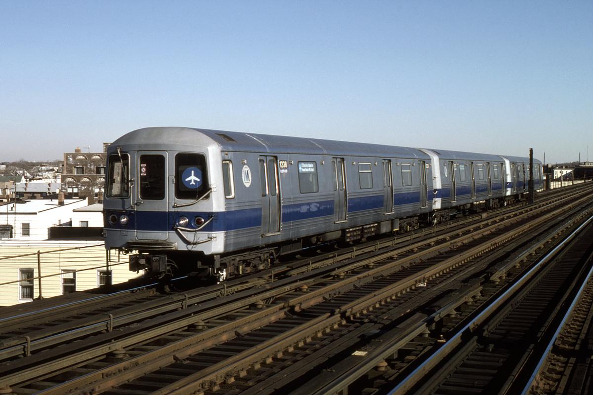 (359k, 1044x714)<br><b>Country:</b> United States<br><b>City:</b> New York<br><b>System:</b> New York City Transit<br><b>Line:</b> IND Fulton Street Line<br><b>Location:</b> 88th Street/Boyd Avenue <br><b>Route:</b> JFK Express<br><b>Car:</b> R-46 (Pullman-Standard, 1974-75) 1238 <br><b>Collection of:</b> David Pirmann<br><b>Date:</b> 12/14/1986<br><b>Viewed (this week/total):</b> 4 / 9520