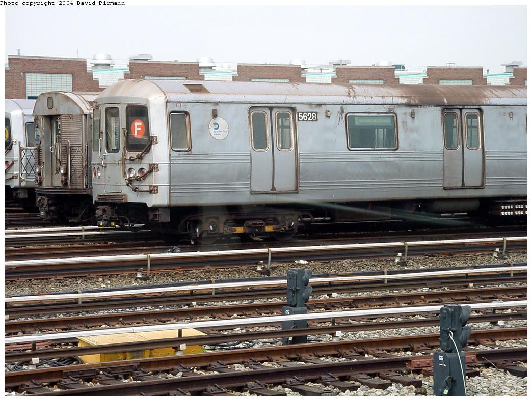 (160k, 1044x788)<br><b>Country:</b> United States<br><b>City:</b> New York<br><b>System:</b> New York City Transit<br><b>Location:</b> Jamaica Yard/Shops<br><b>Car:</b> R-46 (Pullman-Standard, 1974-75) 5628 <br><b>Photo by:</b> David Pirmann<br><b>Date:</b> 8/27/2000<br><b>Viewed (this week/total):</b> 0 / 5929