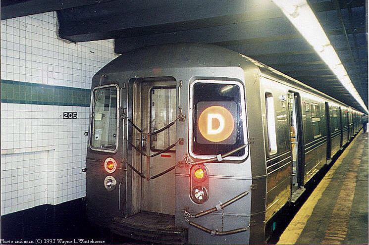 (98k, 745x495)<br><b>Country:</b> United States<br><b>City:</b> New York<br><b>System:</b> New York City Transit<br><b>Line:</b> IND Concourse Line<br><b>Location:</b> 205th Street <br><b>Route:</b> D<br><b>Car:</b> R-68 (Westinghouse-Amrail, 1986-1988)  2614 <br><b>Photo by:</b> Wayne Whitehorne<br><b>Date:</b> 12/26/1997<br><b>Viewed (this week/total):</b> 6 / 6943