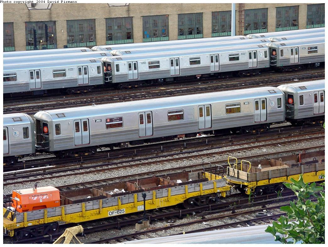 (193k, 1044x788)<br><b>Country:</b> United States<br><b>City:</b> New York<br><b>System:</b> New York City Transit<br><b>Location:</b> Concourse Yard<br><b>Car:</b> R-68 (Westinghouse-Amrail, 1986-1988)  2661 <br><b>Photo by:</b> David Pirmann<br><b>Date:</b> 7/12/2001<br><b>Viewed (this week/total):</b> 4 / 4464