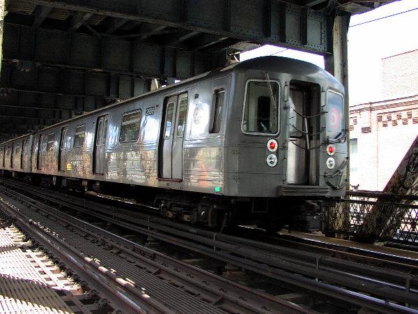 (88k, 600x450)<br><b>Country:</b> United States<br><b>City:</b> New York<br><b>System:</b> New York City Transit<br><b>Location:</b> Manhattan Bridge<br><b>Route:</b> D<br><b>Car:</b> R-68 (Westinghouse-Amrail, 1986-1988)  2688 <br><b>Photo by:</b> Trevor Logan<br><b>Date:</b> 7/15/2001<br><b>Viewed (this week/total):</b> 0 / 8602