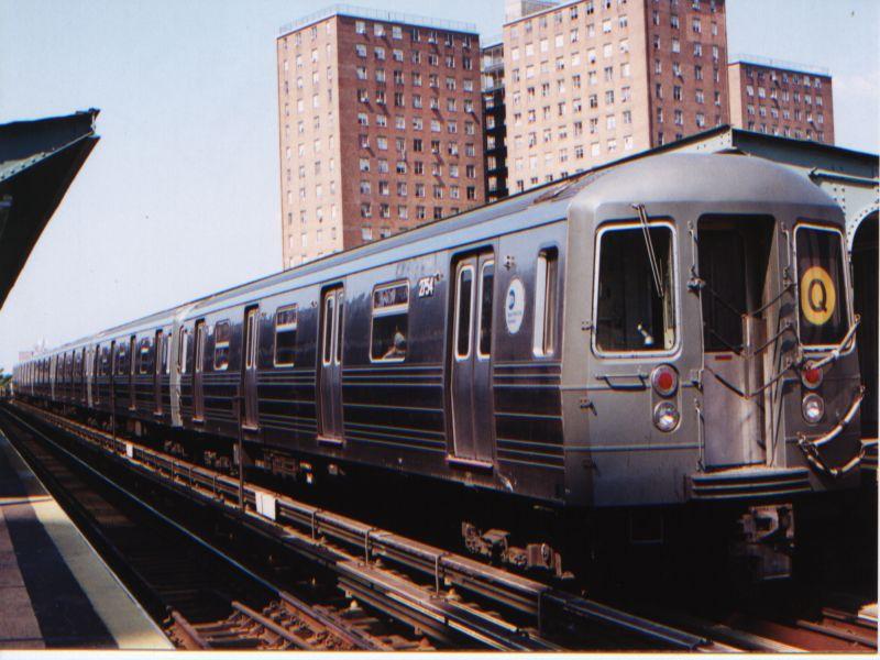 (84k, 800x600)<br><b>Country:</b> United States<br><b>City:</b> New York<br><b>System:</b> New York City Transit<br><b>Line:</b> BMT Brighton Line<br><b>Location:</b> West 8th Street <br><b>Route:</b> Q<br><b>Car:</b> R-68 (Westinghouse-Amrail, 1986-1988)  2754 <br><b>Photo by:</b> Neil Feldman<br><b>Date:</b> 8/27/2001<br><b>Viewed (this week/total):</b> 4 / 5194