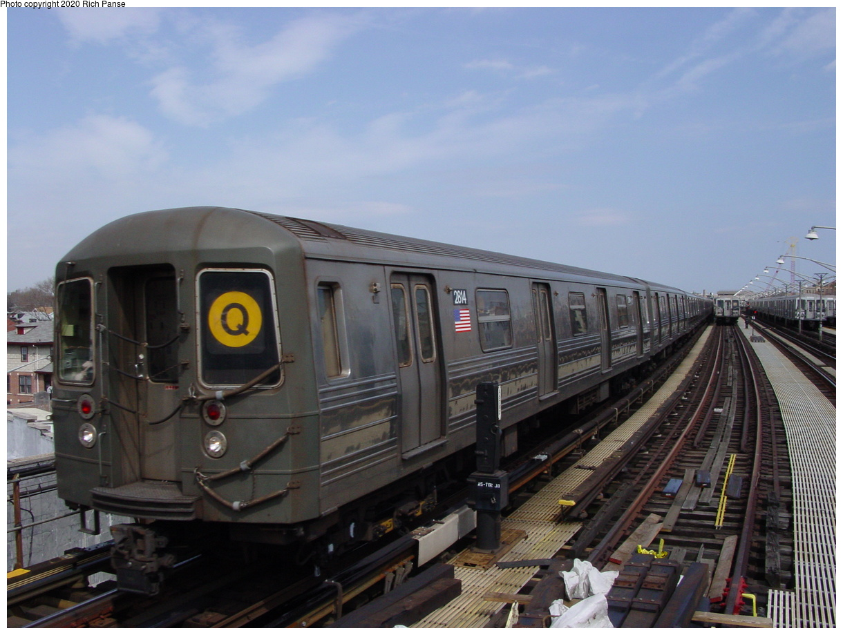 (67k, 820x620)<br><b>Country:</b> United States<br><b>City:</b> New York<br><b>System:</b> New York City Transit<br><b>Line:</b> BMT Brighton Line<br><b>Location:</b> Ocean Parkway <br><b>Route:</b> Q<br><b>Car:</b> R-68 (Westinghouse-Amrail, 1986-1988)  2814 <br><b>Photo by:</b> Richard Panse<br><b>Date:</b> 4/9/2002<br><b>Viewed (this week/total):</b> 0 / 5266