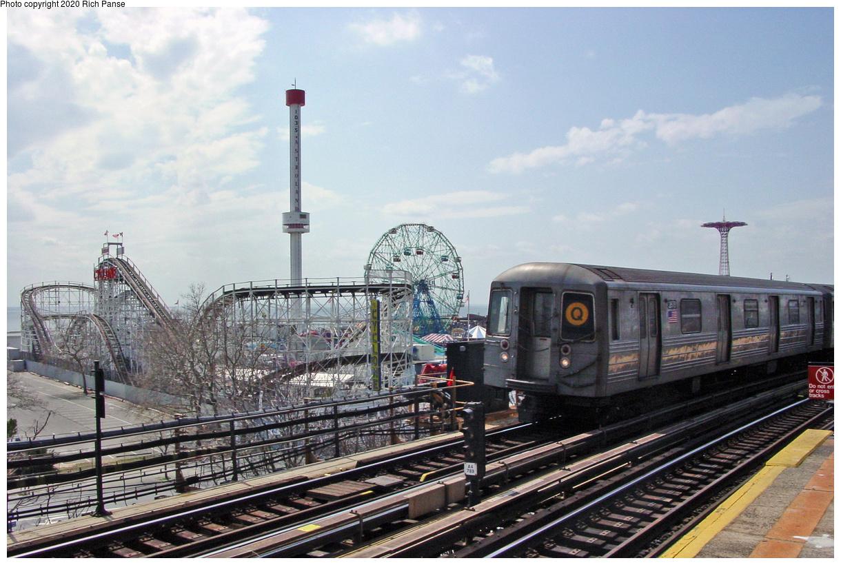 (74k, 820x620)<br><b>Country:</b> United States<br><b>City:</b> New York<br><b>System:</b> New York City Transit<br><b>Line:</b> BMT Brighton Line<br><b>Location:</b> West 8th Street <br><b>Route:</b> Q<br><b>Car:</b> R-68 (Westinghouse-Amrail, 1986-1988)  2876 <br><b>Photo by:</b> Richard Panse<br><b>Date:</b> 4/9/2002<br><b>Viewed (this week/total):</b> 2 / 5610