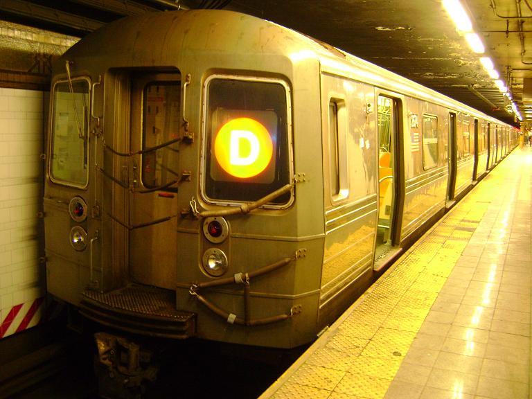 (93k, 768x576)<br><b>Country:</b> United States<br><b>City:</b> New York<br><b>System:</b> New York City Transit<br><b>Line:</b> BMT 4th Avenue<br><b>Location:</b> 36th Street <br><b>Route:</b> D<br><b>Car:</b> R-68 (Westinghouse-Amrail, 1986-1988)  2674 <br><b>Photo by:</b> John Dooley<br><b>Date:</b> 3/14/2010<br><b>Viewed (this week/total):</b> 3 / 1234