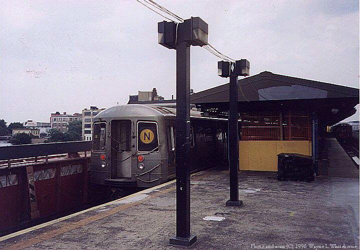 (80k, 719x500)<br><b>Country:</b> United States<br><b>City:</b> New York<br><b>System:</b> New York City Transit<br><b>Line:</b> BMT Astoria Line<br><b>Location:</b> Queensborough Plaza <br><b>Route:</b> N<br><b>Car:</b> R-68 (Westinghouse-Amrail, 1986-1988)  2914 <br><b>Photo by:</b> Wayne Whitehorne<br><b>Date:</b> 6/20/1998<br><b>Viewed (this week/total):</b> 3 / 5142