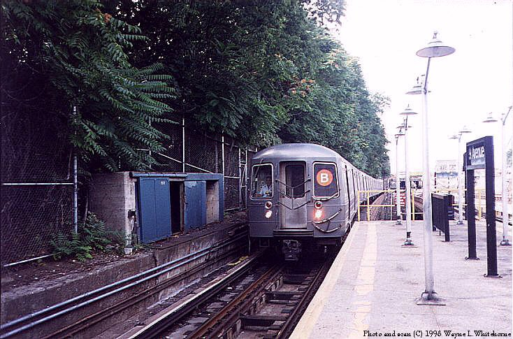 (111k, 734x485)<br><b>Country:</b> United States<br><b>City:</b> New York<br><b>System:</b> New York City Transit<br><b>Line:</b> BMT West End Line<br><b>Location:</b> 9th Avenue <br><b>Route:</b> B<br><b>Car:</b> R-68A (Kawasaki, 1988-1989)  5170 <br><b>Photo by:</b> Wayne Whitehorne<br><b>Date:</b> 9/19/1998<br><b>Viewed (this week/total):</b> 4 / 5028