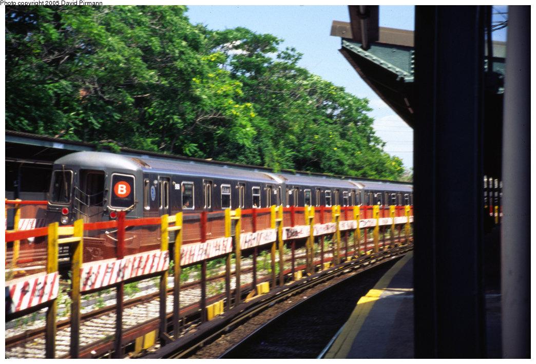 (229k, 1044x709)<br><b>Country:</b> United States<br><b>City:</b> New York<br><b>System:</b> New York City Transit<br><b>Line:</b> BMT Sea Beach Line<br><b>Location:</b> 8th Avenue <br><b>Route:</b> B<br><b>Car:</b> R-68A (Kawasaki, 1988-1989)  5056 <br><b>Photo by:</b> David Pirmann<br><b>Date:</b> 7/8/1999<br><b>Notes:</b> Re-routed B trains running southbound on the Sea Beach (N) express<br><b>Viewed (this week/total):</b> 0 / 4389