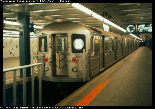 (44k, 540x379)<br><b>Country:</b> United States<br><b>City:</b> New York<br><b>System:</b> New York City Transit<br><b>Line:</b> IRT Times Square-Grand Central Shuttle<br><b>Location:</b> Grand Central <br><b>Car:</b> R-62A (Bombardier, 1984-1987)   <br><b>Photo by:</b> Jason R. DeCesare<br><b>Date:</b> 1995<br><b>Viewed (this week/total):</b> 3 / 7017
