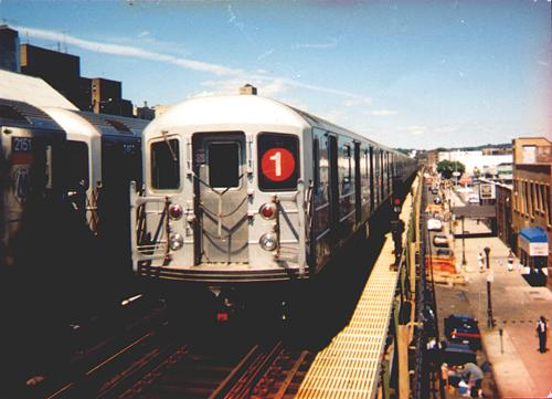 (31k, 500x361)<br><b>Country:</b> United States<br><b>City:</b> New York<br><b>System:</b> New York City Transit<br><b>Line:</b> IRT West Side Line<br><b>Location:</b> 231st Street <br><b>Route:</b> 1<br><b>Car:</b> R-62A (Bombardier, 1984-1987)   <br><b>Photo by:</b> Trevor Logan<br><b>Date:</b> 2000<br><b>Viewed (this week/total):</b> 2 / 5653