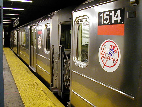 (91k, 600x450)<br><b>Country:</b> United States<br><b>City:</b> New York<br><b>System:</b> New York City Transit<br><b>Line:</b> IRT East Side Line<br><b>Location:</b> 125th Street<br><b>Route:</b> 4<br><b>Car:</b> R-62 (Kawasaki, 1983-1985) 1514 <br><b>Photo by:</b> Trevor Logan<br><b>Date:</b> 7/2001<br><b>Viewed (this week/total):</b> 0 / 8309