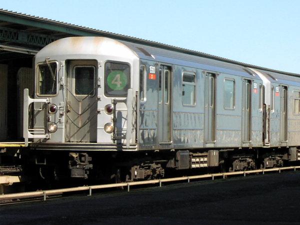 (63k, 600x450)<br><b>Country:</b> United States<br><b>City:</b> New York<br><b>System:</b> New York City Transit<br><b>Line:</b> IRT Brooklyn Line<br><b>Location:</b> Junius Street <br><b>Route:</b> 4<br><b>Car:</b> R-62 (Kawasaki, 1983-1985)  1560 <br><b>Photo by:</b> Trevor Logan<br><b>Date:</b> 9/16/2001<br><b>Viewed (this week/total):</b> 2 / 5626