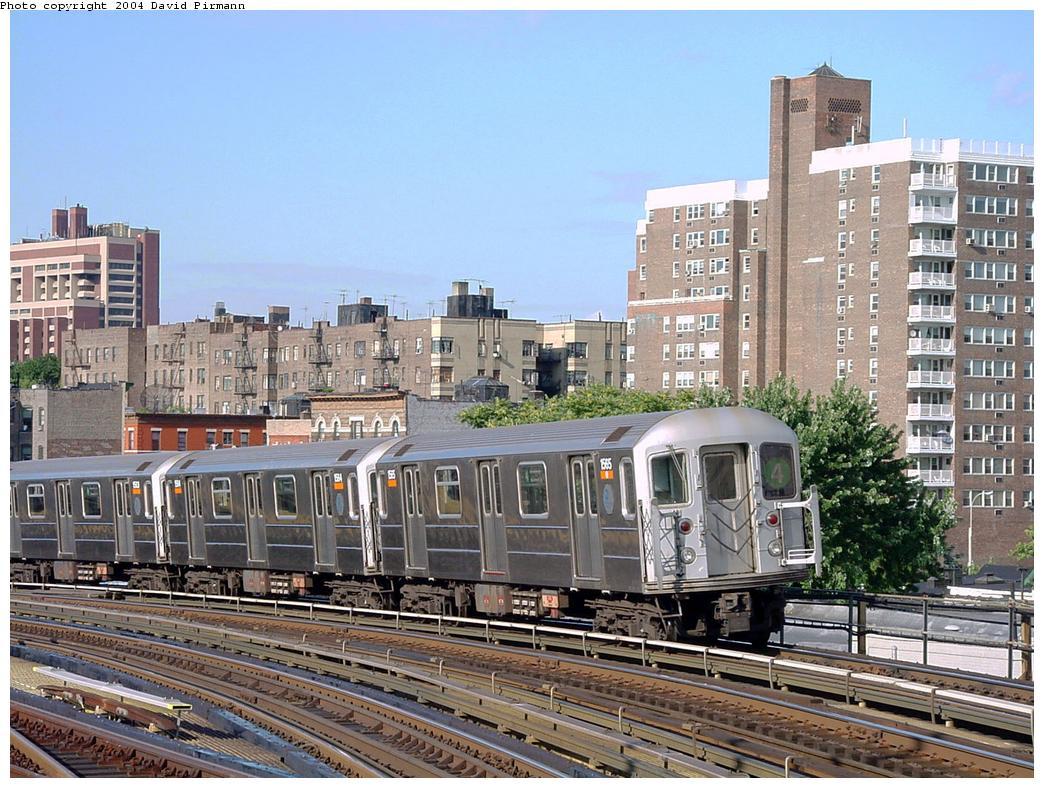 (171k, 1044x788)<br><b>Country:</b> United States<br><b>City:</b> New York<br><b>System:</b> New York City Transit<br><b>Line:</b> IRT Woodlawn Line<br><b>Location:</b> Bedford Park Boulevard <br><b>Route:</b> 4<br><b>Car:</b> R-62 (Kawasaki, 1983-1985)  1565 <br><b>Photo by:</b> David Pirmann<br><b>Date:</b> 7/12/2001<br><b>Viewed (this week/total):</b> 2 / 3822