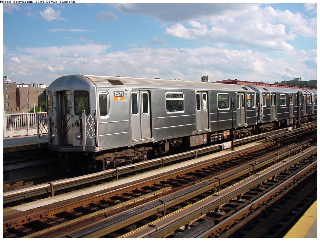 (143k, 1044x788)<br><b>Country:</b> United States<br><b>City:</b> New York<br><b>System:</b> New York City Transit<br><b>Line:</b> IRT Woodlawn Line<br><b>Location:</b> Bedford Park Boulevard <br><b>Route:</b> 4<br><b>Car:</b> R-62 (Kawasaki, 1983-1985)  1571 <br><b>Photo by:</b> David Pirmann<br><b>Date:</b> 7/12/2001<br><b>Viewed (this week/total):</b> 0 / 3398