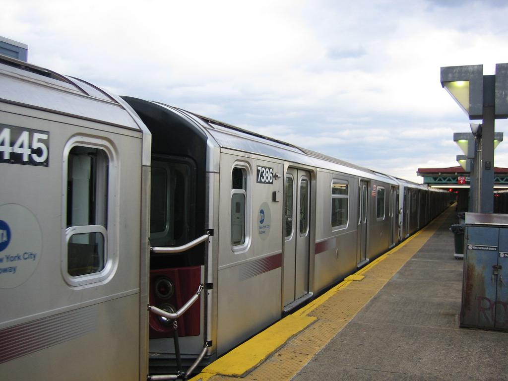 (90k, 1024x768)<br><b>Country:</b> United States<br><b>City:</b> New York<br><b>System:</b> New York City Transit<br><b>Line:</b> IRT Pelham Line<br><b>Location:</b> Pelham Bay Park <br><b>Route:</b> 6<br><b>Car:</b> R-142A (Primary Order, Kawasaki, 1999-2002)  7386 <br><b>Photo by:</b> Michael Hodurski<br><b>Date:</b> 5/21/2006<br><b>Viewed (this week/total):</b> 0 / 4000