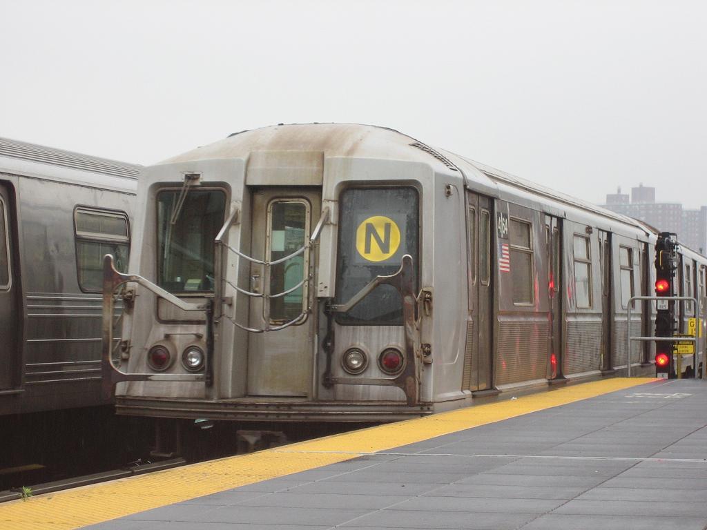 (88k, 1024x768)<br><b>Country:</b> United States<br><b>City:</b> New York<br><b>System:</b> New York City Transit<br><b>Location:</b> Coney Island/Stillwell Avenue<br><b>Route:</b> N<br><b>Car:</b> R-40 (St. Louis, 1968)  4164 <br><b>Photo by:</b> Michael Hodurski<br><b>Date:</b> 6/3/2006<br><b>Viewed (this week/total):</b> 1 / 2640