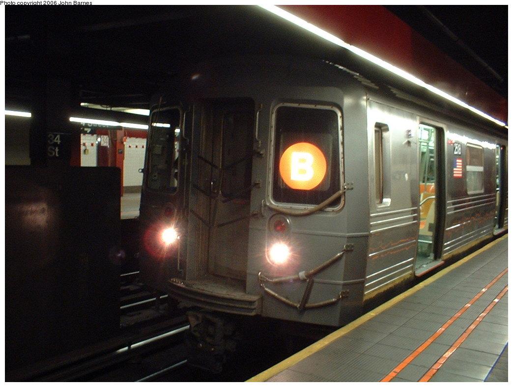 (152k, 1044x788)<br><b>Country:</b> United States<br><b>City:</b> New York<br><b>System:</b> New York City Transit<br><b>Line:</b> IND 6th Avenue Line<br><b>Location:</b> 34th Street/Herald Square <br><b>Route:</b> B<br><b>Car:</b> R-68 (Westinghouse-Amrail, 1986-1988)  2518 <br><b>Photo by:</b> John Barnes<br><b>Date:</b> 11/4/2003<br><b>Viewed (this week/total):</b> 0 / 4284