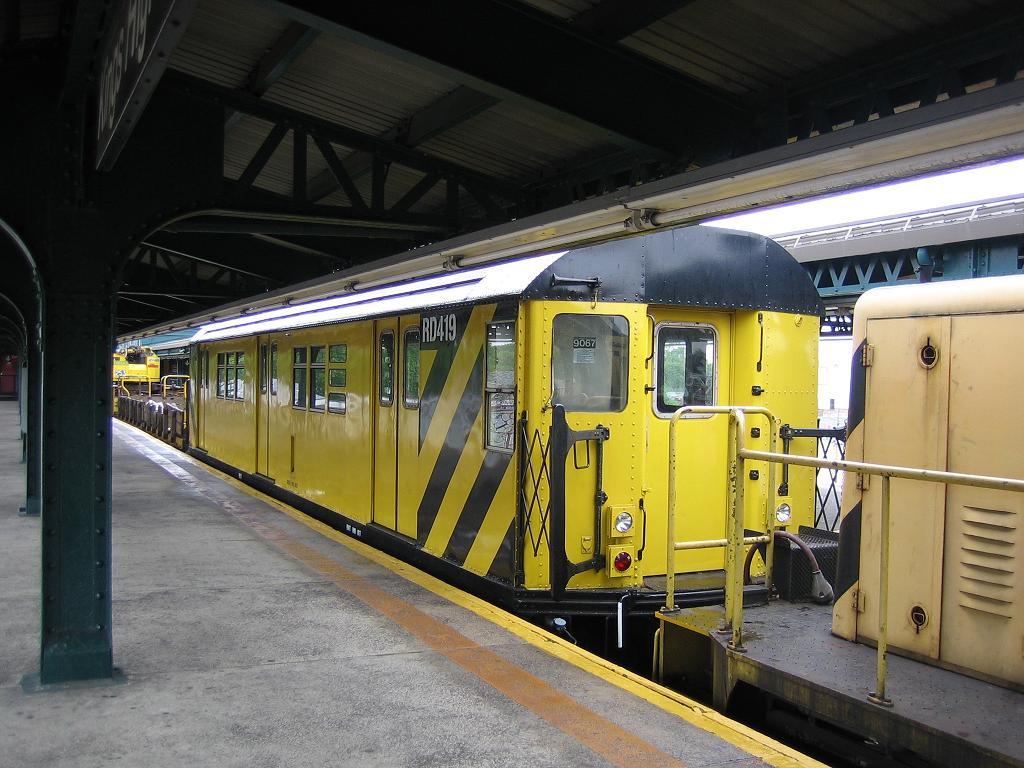 (131k, 1024x768)<br><b>Country:</b> United States<br><b>City:</b> New York<br><b>System:</b> New York City Transit<br><b>Line:</b> BMT Culver Line<br><b>Location:</b> Kings Highway <br><b>Route:</b> Work Service<br><b>Car:</b> R-161 Rider Car (ex-R-33)  RD419 (ex-9067)<br><b>Photo by:</b> Michael Hodurski<br><b>Date:</b> 6/8/2006<br><b>Viewed (this week/total):</b> 2 / 1779