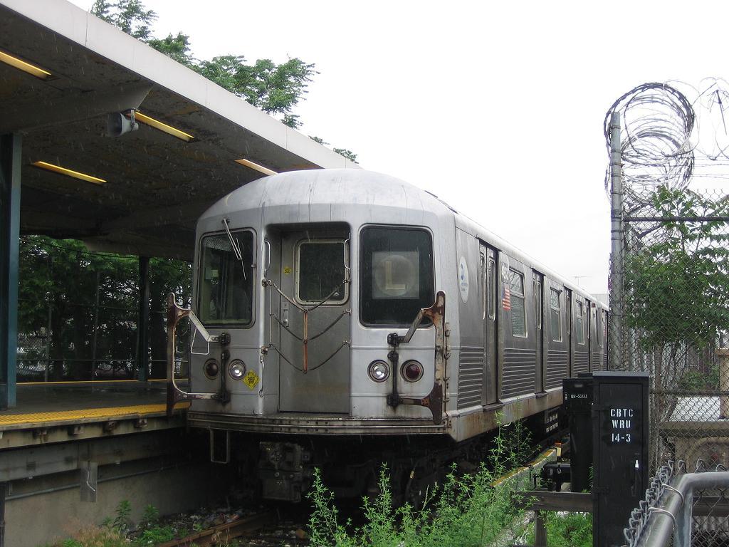 (136k, 1024x768)<br><b>Country:</b> United States<br><b>City:</b> New York<br><b>System:</b> New York City Transit<br><b>Line:</b> BMT Canarsie Line<br><b>Location:</b> Rockaway Parkway <br><b>Route:</b> L<br><b>Car:</b> R-42 (St. Louis, 1969-1970)  4833 <br><b>Photo by:</b> Michael Hodurski<br><b>Date:</b> 6/8/2006<br><b>Viewed (this week/total):</b> 1 / 3133