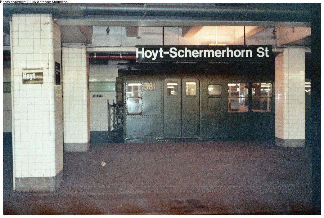 (186k, 1044x703)<br><b>Country:</b> United States<br><b>City:</b> New York<br><b>System:</b> New York City Transit<br><b>Line:</b> IND Fulton Street Line<br><b>Location:</b> Hoyt-Schermerhorn Street<br><b>Route:</b> Fan Trip<br><b>Car:</b> R-1 (American Car & Foundry, 1930-1931) 381 <br><b>Photo by:</b> Anthony Maimone<br><b>Date:</b> 6/11/2006<br><b>Notes:</b> APTA conference special heading to Coney Island.<br><b>Viewed (this week/total):</b> 1 / 4784