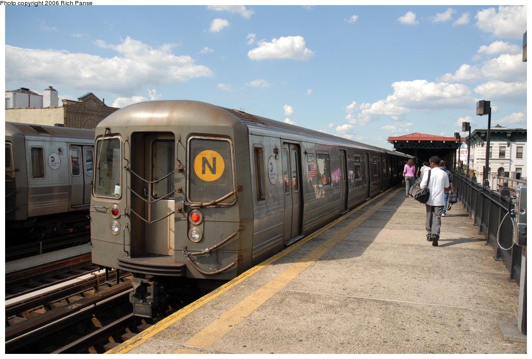 (192k, 1044x705)<br><b>Country:</b> United States<br><b>City:</b> New York<br><b>System:</b> New York City Transit<br><b>Line:</b> BMT Astoria Line<br><b>Location:</b> Broadway <br><b>Route:</b> N<br><b>Car:</b> R-68A (Kawasaki, 1988-1989)  5074 <br><b>Photo by:</b> Richard Panse<br><b>Date:</b> 6/13/2006<br><b>Viewed (this week/total):</b> 0 / 2886
