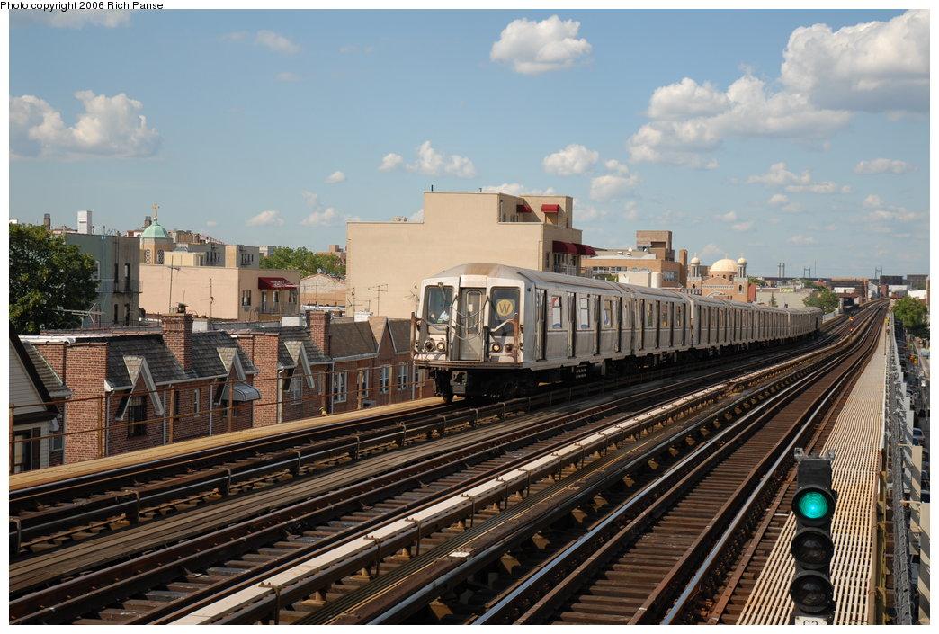 (217k, 1044x705)<br><b>Country:</b> United States<br><b>City:</b> New York<br><b>System:</b> New York City Transit<br><b>Line:</b> BMT Astoria Line<br><b>Location:</b> Broadway <br><b>Route:</b> W<br><b>Car:</b> R-40 (St. Louis, 1968)  4211 <br><b>Photo by:</b> Richard Panse<br><b>Date:</b> 6/13/2006<br><b>Viewed (this week/total):</b> 1 / 2401