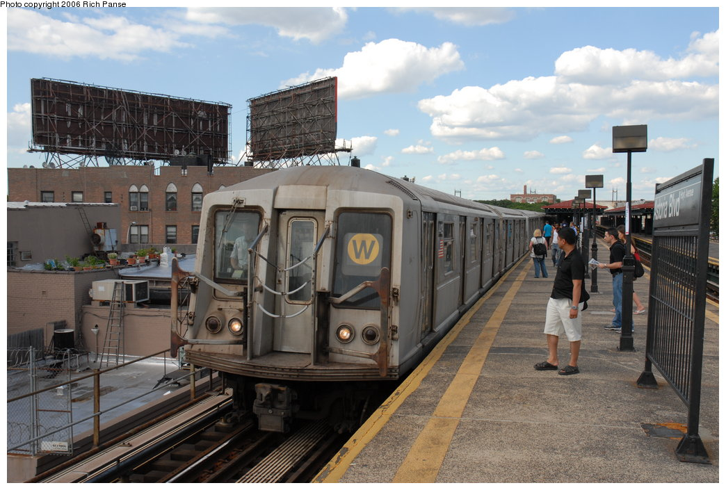 (204k, 1044x705)<br><b>Country:</b> United States<br><b>City:</b> New York<br><b>System:</b> New York City Transit<br><b>Line:</b> BMT Astoria Line<br><b>Location:</b> Astoria Boulevard/Hoyt Avenue <br><b>Route:</b> W<br><b>Car:</b> R-40 (St. Louis, 1968)  4429 <br><b>Photo by:</b> Richard Panse<br><b>Date:</b> 6/13/2006<br><b>Viewed (this week/total):</b> 0 / 3116