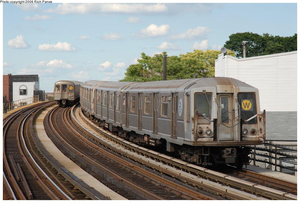(209k, 1044x705)<br><b>Country:</b> United States<br><b>City:</b> New York<br><b>System:</b> New York City Transit<br><b>Line:</b> BMT Astoria Line<br><b>Location:</b> 30th/Grand Aves. <br><b>Route:</b> W<br><b>Car:</b> R-40 (St. Louis, 1968)  4177 <br><b>Photo by:</b> Richard Panse<br><b>Date:</b> 6/13/2006<br><b>Viewed (this week/total):</b> 1 / 3469
