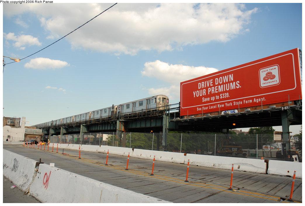 (176k, 1044x705)<br><b>Country:</b> United States<br><b>City:</b> New York<br><b>System:</b> New York City Transit<br><b>Line:</b> IRT Flushing Line<br><b>Location:</b> 69th Street/Fisk Avenue <br><b>Route:</b> 7<br><b>Car:</b> R-62A (Bombardier, 1984-1987)  1680 <br><b>Photo by:</b> Richard Panse<br><b>Date:</b> 6/13/2006<br><b>Notes:</b> El crossing the BQE along Roosevelt Ave.<br><b>Viewed (this week/total):</b> 0 / 3462