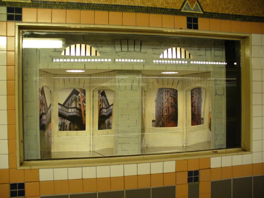 (100k, 896x672)<br><b>Country:</b> United States<br><b>City:</b> New York<br><b>System:</b> New York City Transit<br><b>Line:</b> IRT West Side Line<br><b>Location:</b> Franklin Street <br><b>Photo by:</b> Robbie Rosenfeld<br><b>Date:</b> 6/16/2006<br><b>Artwork:</b> <i>Alleyways, Tribeca</i>, Susan Leopold (2005).<br><b>Viewed (this week/total):</b> 6 / 5258