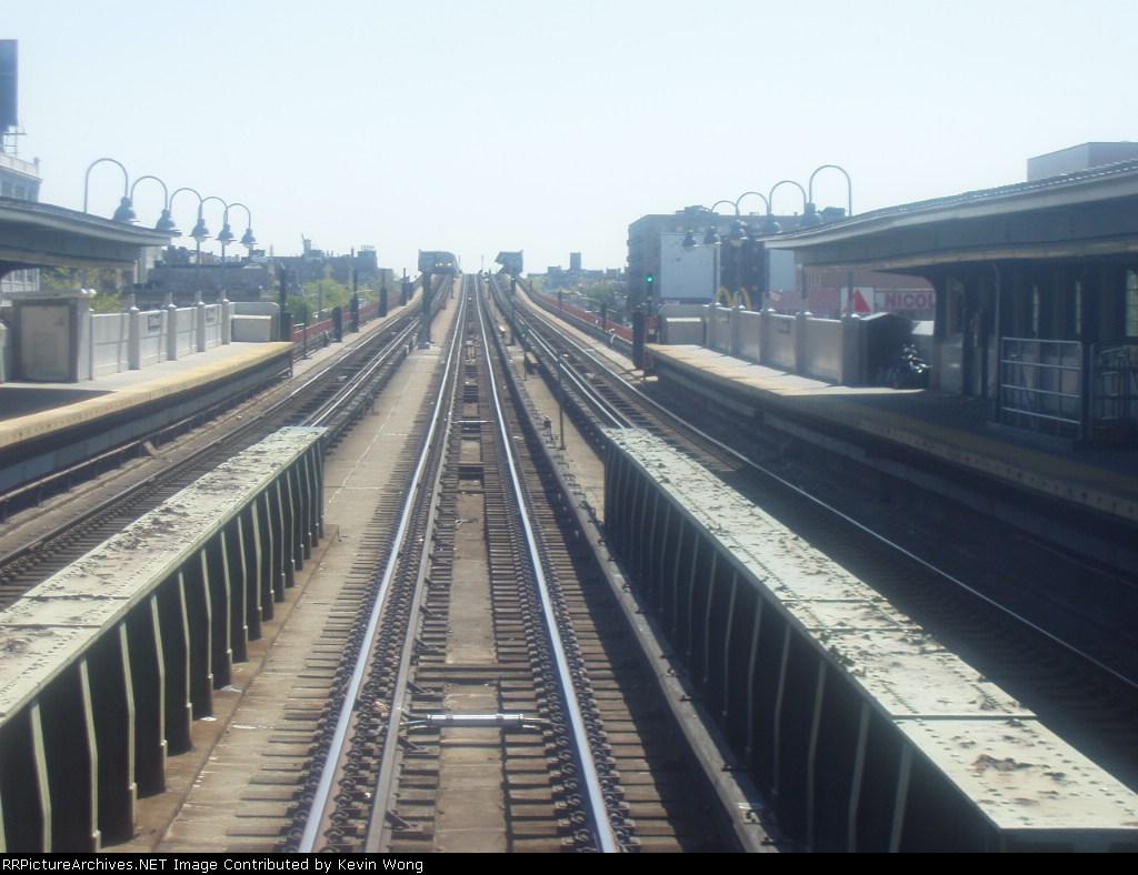 (150k, 1024x788)<br><b>Country:</b> United States<br><b>City:</b> New York<br><b>System:</b> New York City Transit<br><b>Line:</b> IRT Flushing Line<br><b>Location:</b> 40th Street/Lowery Street <br><b>Photo by:</b> Kevin Wong<br><b>Date:</b> 4/29/2006<br><b>Viewed (this week/total):</b> 1 / 1648