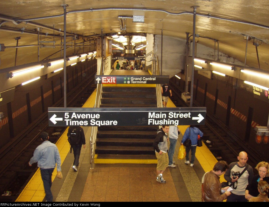 (192k, 1024x788)<br><b>Country:</b> United States<br><b>City:</b> New York<br><b>System:</b> New York City Transit<br><b>Line:</b> IRT Flushing Line<br><b>Location:</b> Grand Central <br><b>Photo by:</b> Kevin Wong<br><b>Date:</b> 6/3/2006<br><b>Viewed (this week/total):</b> 3 / 2976