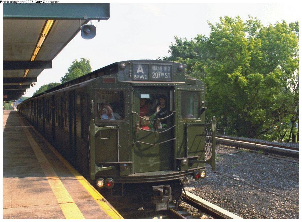 (184k, 1044x769)<br><b>Country:</b> United States<br><b>City:</b> New York<br><b>System:</b> New York City Transit<br><b>Line:</b> IND Rockaway<br><b>Location:</b> Aqueduct/North Conduit Avenue <br><b>Route:</b> Fan Trip<br><b>Car:</b> R-4 (American Car & Foundry, 1932-1933) 484 <br><b>Photo by:</b> Gary Chatterton<br><b>Date:</b> 6/17/2006<br><b>Viewed (this week/total):</b> 0 / 3013