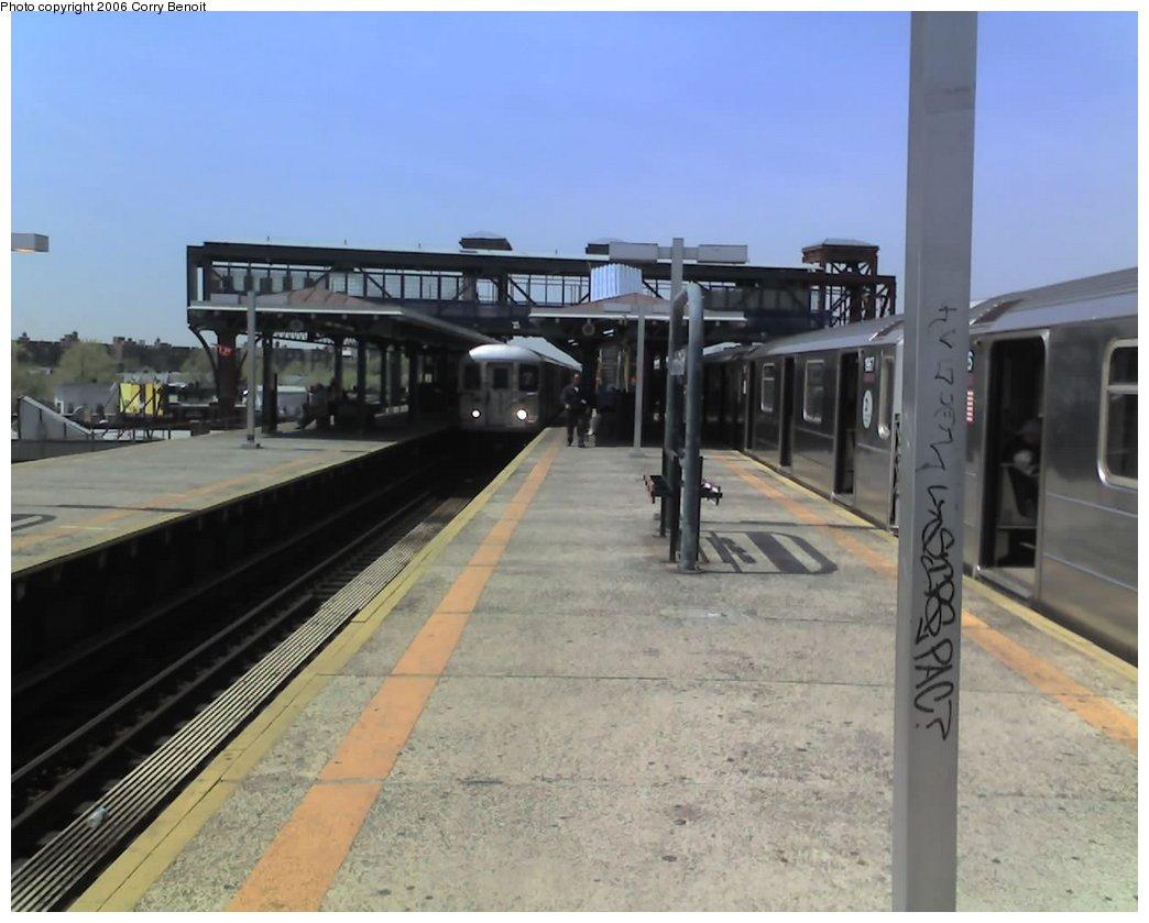 (126k, 1044x839)<br><b>Country:</b> United States<br><b>City:</b> New York<br><b>System:</b> New York City Transit<br><b>Line:</b> IRT Flushing Line<br><b>Location:</b> Junction Boulevard <br><b>Route:</b> 7<br><b>Car:</b> R-62A (Bombardier, 1984-1987)   <br><b>Photo by:</b> Corry Benoit<br><b>Date:</b> 4/25/2006<br><b>Viewed (this week/total):</b> 0 / 2747