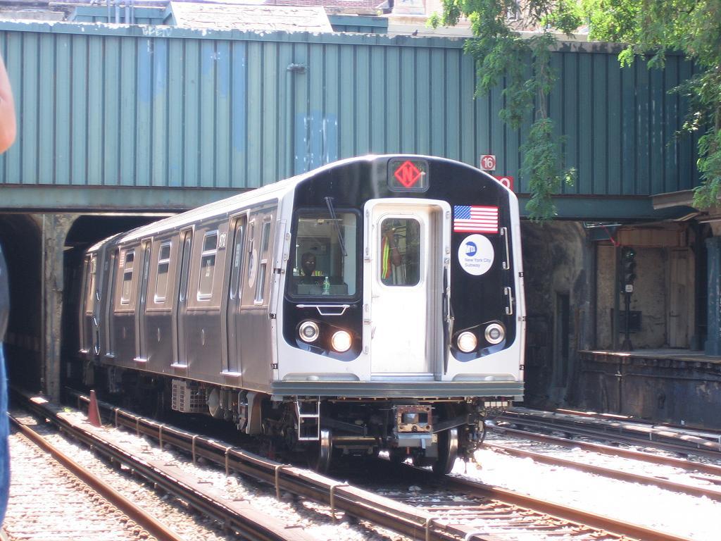 (142k, 1024x768)<br><b>Country:</b> United States<br><b>City:</b> New York<br><b>System:</b> New York City Transit<br><b>Line:</b> BMT Sea Beach Line<br><b>Location:</b> 18th Avenue <br><b>Car:</b> R-160B (Kawasaki, 2005-2008)  8713 <br><b>Photo by:</b> Michael Hodurski<br><b>Date:</b> 6/21/2006<br><b>Notes:</b> Test train on the Sea Beach line middle (express) track.<br><b>Viewed (this week/total):</b> 0 / 4096