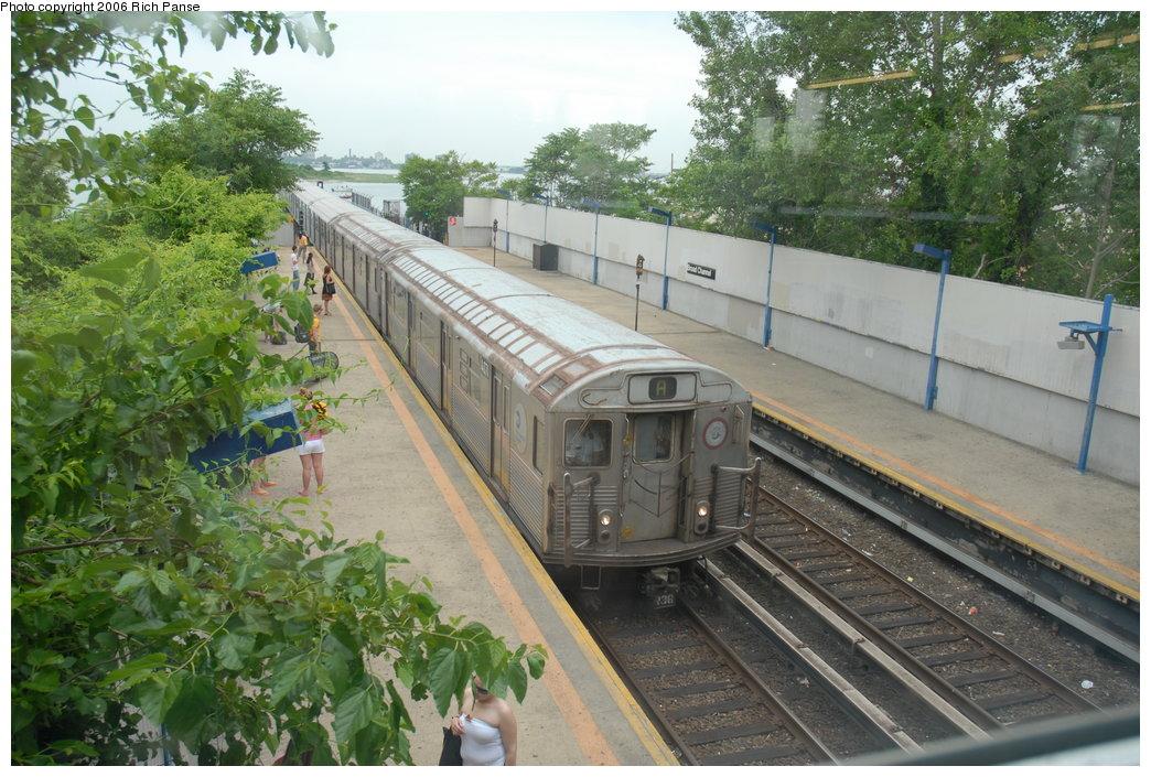 (236k, 1044x705)<br><b>Country:</b> United States<br><b>City:</b> New York<br><b>System:</b> New York City Transit<br><b>Line:</b> IND Rockaway<br><b>Location:</b> Broad Channel <br><b>Route:</b> A<br><b>Car:</b> R-38 (St. Louis, 1966-1967)  4071 <br><b>Photo by:</b> Richard Panse<br><b>Date:</b> 6/17/2006<br><b>Viewed (this week/total):</b> 2 / 3312