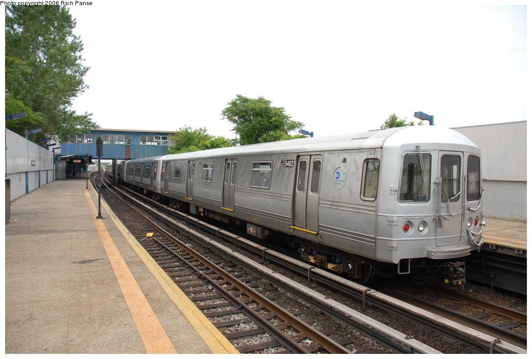 (186k, 1044x705)<br><b>Country:</b> United States<br><b>City:</b> New York<br><b>System:</b> New York City Transit<br><b>Line:</b> IND Rockaway<br><b>Location:</b> Broad Channel <br><b>Route:</b> A<br><b>Car:</b> R-44 (St. Louis, 1971-73) 5462 <br><b>Photo by:</b> Richard Panse<br><b>Date:</b> 6/17/2006<br><b>Viewed (this week/total):</b> 0 / 2403