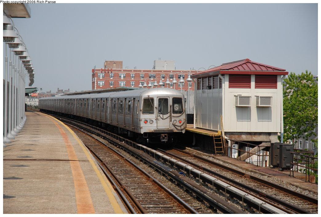 (201k, 1044x705)<br><b>Country:</b> United States<br><b>City:</b> New York<br><b>System:</b> New York City Transit<br><b>Line:</b> IND Rockaway<br><b>Location:</b> Beach 98th Street/Playland <br><b>Route:</b> S<br><b>Car:</b> R-44 (St. Louis, 1971-73)  <br><b>Photo by:</b> Richard Panse<br><b>Date:</b> 6/17/2006<br><b>Viewed (this week/total):</b> 2 / 3119