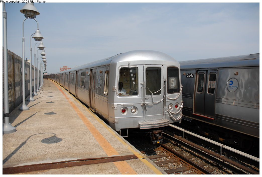 (171k, 1044x705)<br><b>Country:</b> United States<br><b>City:</b> New York<br><b>System:</b> New York City Transit<br><b>Line:</b> IND Rockaway<br><b>Location:</b> Beach 98th Street/Playland <br><b>Route:</b> S<br><b>Car:</b> R-44 (St. Louis, 1971-73) 5462 <br><b>Photo by:</b> Richard Panse<br><b>Date:</b> 6/17/2006<br><b>Viewed (this week/total):</b> 0 / 2618