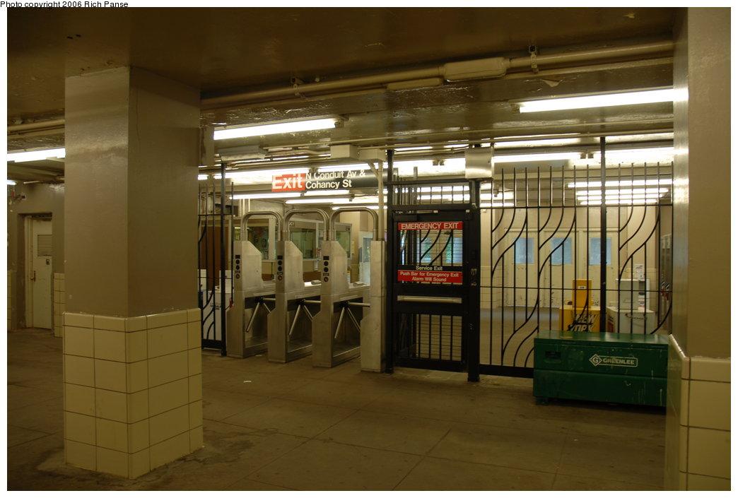(160k, 1044x705)<br><b>Country:</b> United States<br><b>City:</b> New York<br><b>System:</b> New York City Transit<br><b>Line:</b> IND Rockaway<br><b>Location:</b> Aqueduct/North Conduit Avenue <br><b>Photo by:</b> Richard Panse<br><b>Date:</b> 6/17/2006<br><b>Notes:</b> Mezzanine.<br><b>Viewed (this week/total):</b> 0 / 2343