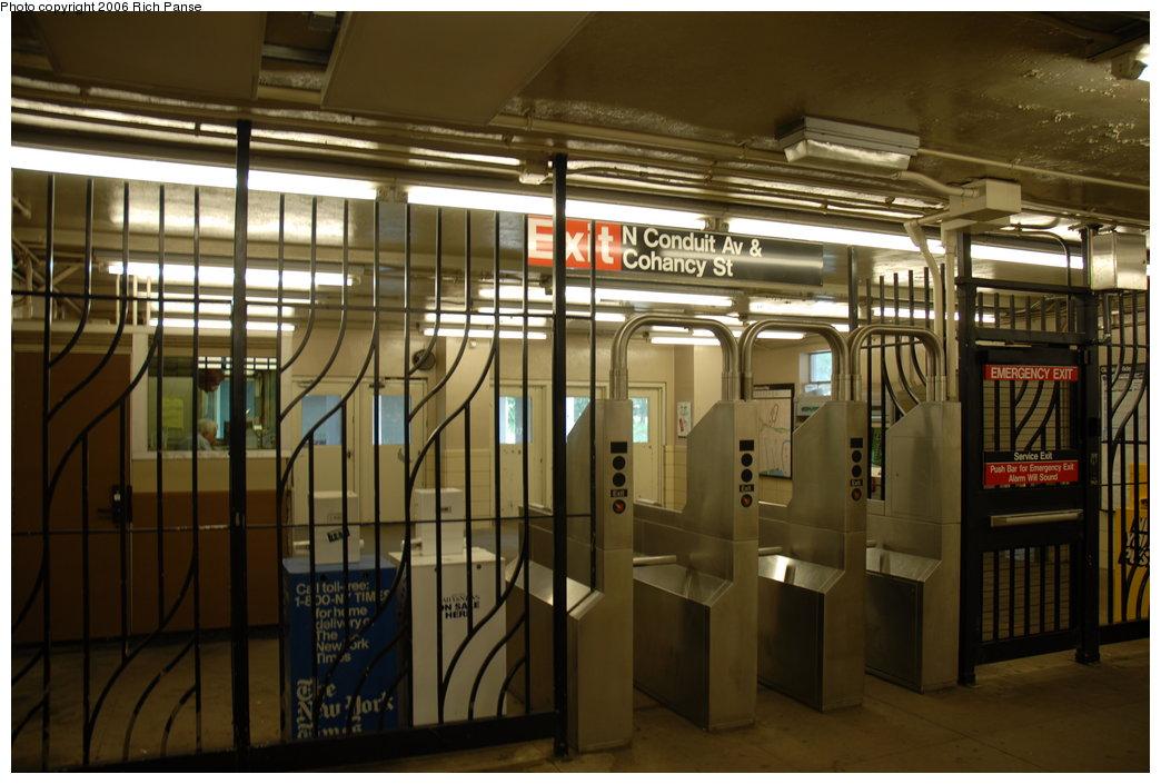 (184k, 1044x705)<br><b>Country:</b> United States<br><b>City:</b> New York<br><b>System:</b> New York City Transit<br><b>Line:</b> IND Rockaway<br><b>Location:</b> Aqueduct/North Conduit Avenue <br><b>Photo by:</b> Richard Panse<br><b>Date:</b> 6/17/2006<br><b>Notes:</b> Mezzanine.<br><b>Viewed (this week/total):</b> 0 / 2131