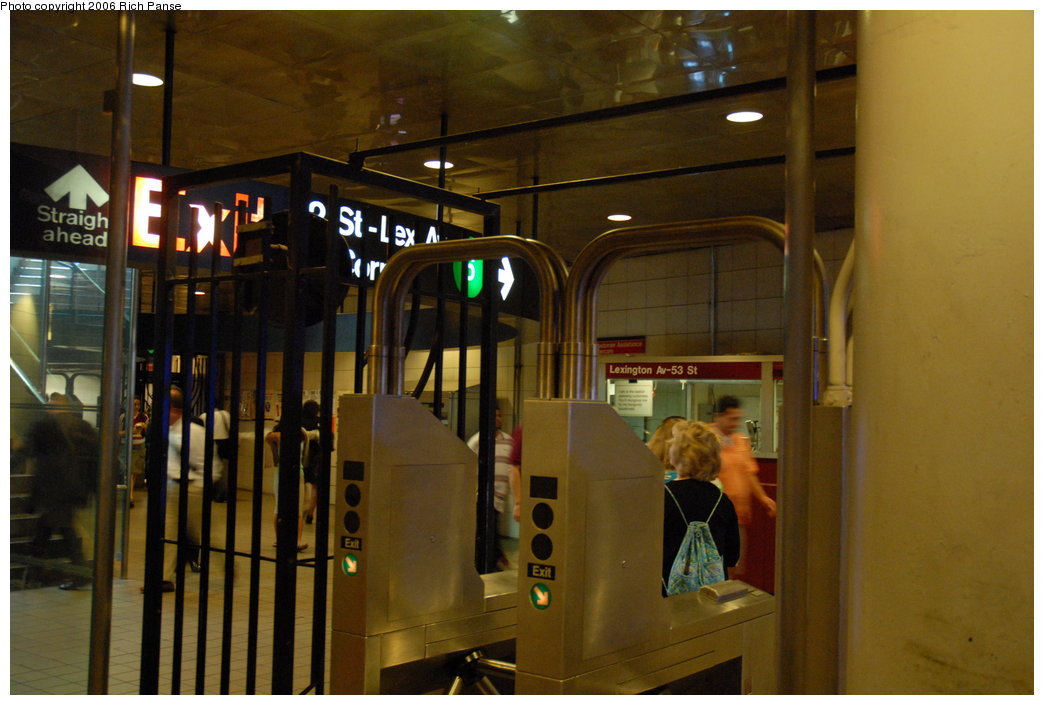 (170k, 1044x705)<br><b>Country:</b> United States<br><b>City:</b> New York<br><b>System:</b> New York City Transit<br><b>Line:</b> IND Queens Boulevard Line<br><b>Location:</b> Lexington Avenue-53rd Street <br><b>Photo by:</b> Richard Panse<br><b>Date:</b> 6/16/2006<br><b>Viewed (this week/total):</b> 0 / 2920