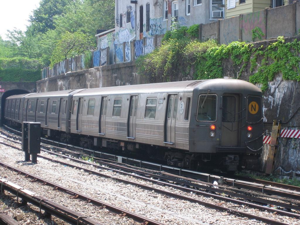 (194k, 1024x768)<br><b>Country:</b> United States<br><b>City:</b> New York<br><b>System:</b> New York City Transit<br><b>Line:</b> BMT Sea Beach Line<br><b>Location:</b> 20th Avenue <br><b>Route:</b> N<br><b>Car:</b> R-68A (Kawasaki, 1988-1989)  5056 <br><b>Photo by:</b> Michael Hodurski<br><b>Date:</b> 6/22/2006<br><b>Viewed (this week/total):</b> 0 / 1867