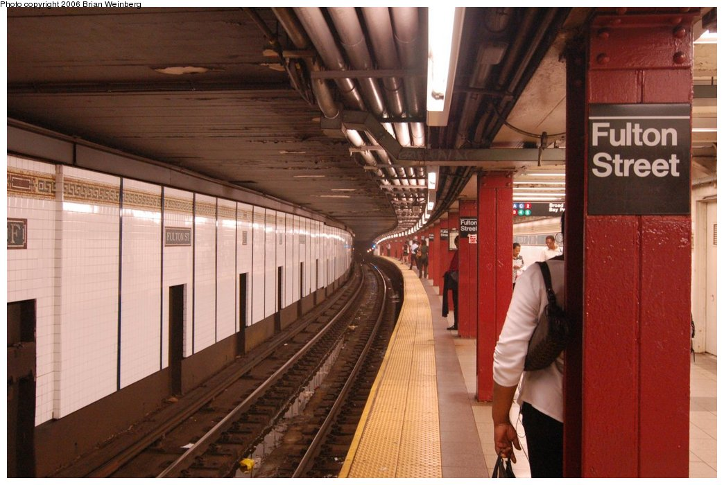 (205k, 1044x700)<br><b>Country:</b> United States<br><b>City:</b> New York<br><b>System:</b> New York City Transit<br><b>Line:</b> BMT Nassau Street/Jamaica Line<br><b>Location:</b> Fulton Street <br><b>Photo by:</b> Brian Weinberg<br><b>Date:</b> 6/28/2006<br><b>Notes:</b> Close to the front of the northbound platform, i.e. the lower level (looking south).<br><b>Viewed (this week/total):</b> 3 / 2430