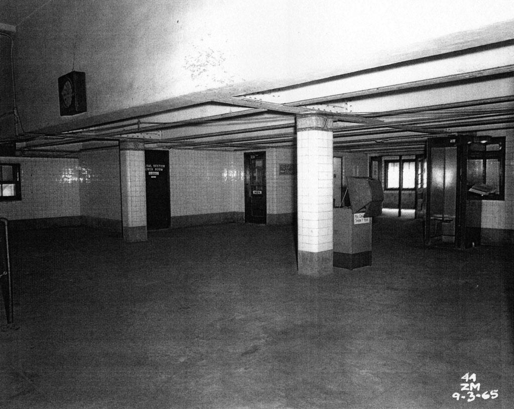 (186k, 1024x816)<br><b>Country:</b> United States<br><b>City:</b> New York<br><b>System:</b> New York City Transit<br><b>Line:</b> IRT Pelham Line<br><b>Location:</b> Westchester Square <br><b>Collection of:</b> Al Westerfield<br><b>Date:</b> 9/3/1965<br><b>Viewed (this week/total):</b> 0 / 1645